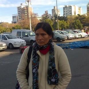 Cooperativistas acampan frente a la Municipalidad reclamando la firma de contratos