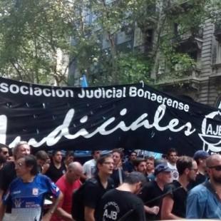 """Paro de Judiciales por 96 hs: """"Estamos viviendo con salarios de marzo del 2015"""""""