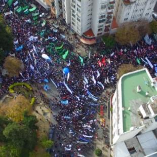 Más de 20 mil trabajadores estatales se movilizaron en un claro mensaje a Vidal