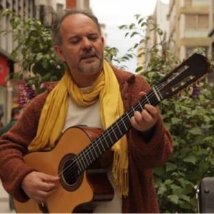 """""""Soy un guitarrero que hace sus canciones y ese es mi oficio"""""""