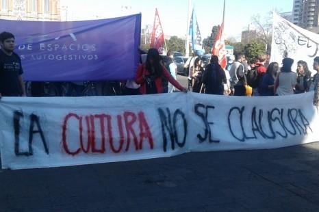 Los centros culturales marcharon hasta la Municipalidad