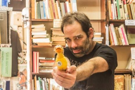 """""""Comprar libros es una adicción tremenda y no hay granjita de rehabilitación para esto"""""""