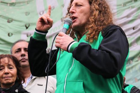 Marcha de estatales en rechazo a la oferta paritaria y pedido de aumento