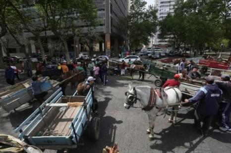 «Se pone el eje en el caballo perdiendo de vista que hay una familia atrás que está cumpliendo con una labor»