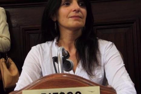 """Lorena Riesgo: """"Los tienen trabajando en condiciones indignas y quieren disponer cómo tienen que vestirse con normas de decoro"""""""