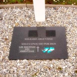 Identificarán a los combatientes caídos en Malvinas sepultados como NN