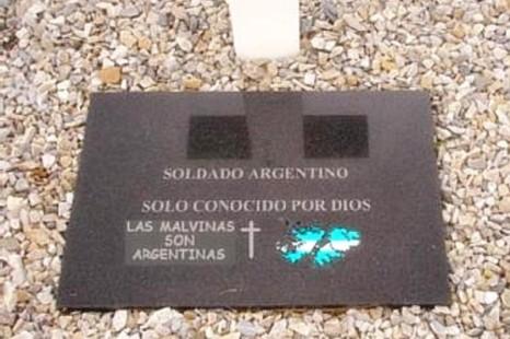 Identificarán a los 123 soldados argentinos enterrados como NN en las Islas Malvinas