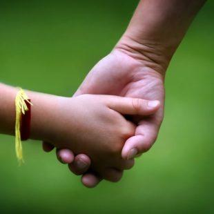 """La adopción: """"Informarse ayuda a ir relativizando los mitos y los medios"""""""