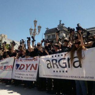 Trabajadores de prensa repudiaron el cierre de la agencia DYN