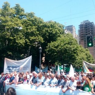 Masiva movilización contra el ajuste en La Plata