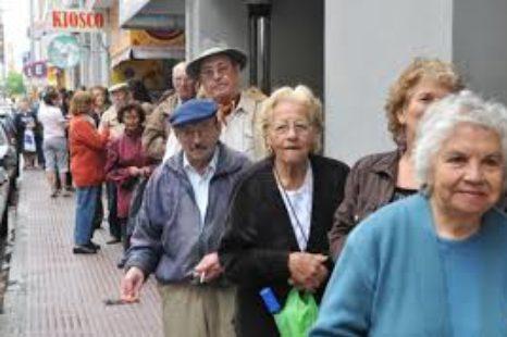 """El gobierno busca financiar """"la bajar de los aportes patronales con la baja de las jubilaciones"""""""