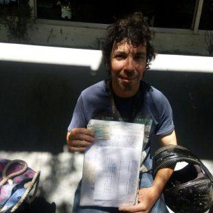 """Control Urbano le secuestró la moto, pagó las multas, pero no se la devuelven porque """"no la encuentran"""""""