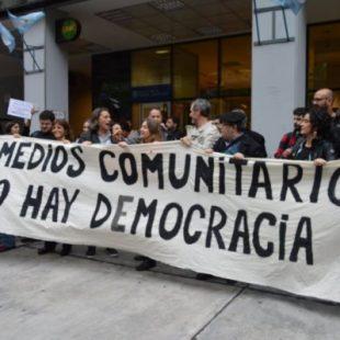 Burla a los medios comunitarios: El gobierno derogó llamados a concurso del Fondo de Fomento