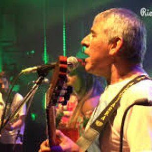 Se presenta Peteco Carabajal con su banda Riendas Libres