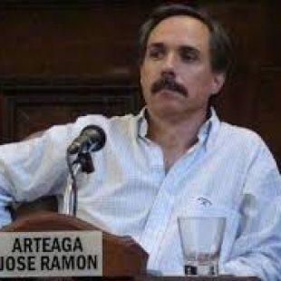 José Arteaga: «Los hipermercados nos están robando»