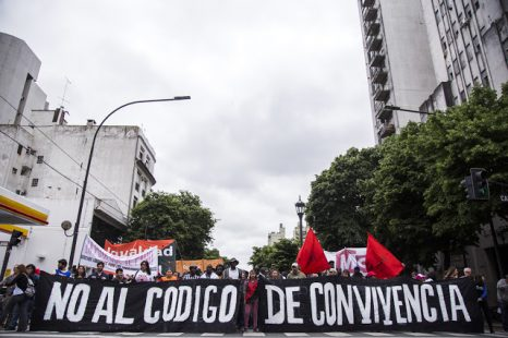 Masiva marcha contra el Código de Convivencia que impulsa Cambiemos