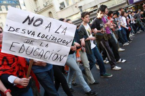 """José Kiefel: """"Dejan a compañeros sin trabajo y provocan que los cursos se saturen"""""""