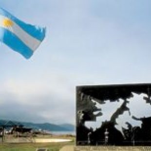"""Malvinas: """"Esto es un maquillaje que oculta un plan sistemático de entrega de soberanía"""""""