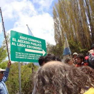 """Marcha por la soberanía de Lago Escondido: """"Esta es la punta del iceberg de la extranjerización de nuestra tierra"""""""