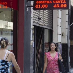"""Economía: """"El gobierno no puede bajar la tasa porque cada vez que lo hace se dispara el dólar"""""""