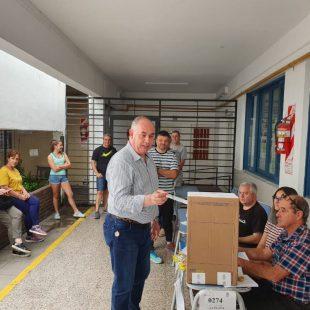 Votó Gabriel Crespi y acusó al oficialismo de violar la veda