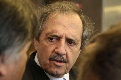 RICARDO ALFONSÍN: «Hacen falta acuerdos, como cuando es el fín de una guerra»