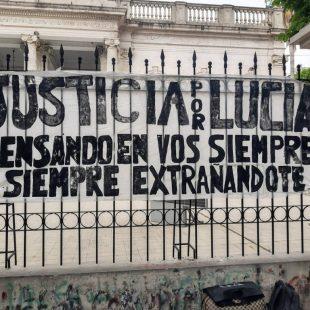 Familiares de Lucía Pérez reclamaron frente a las puertas de Tribunales