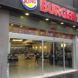 Denuncia de trabajadores y trabajadoras de locales de comidas rápidas
