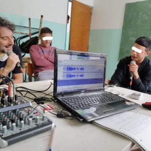 Hacer radio en privación de libertad