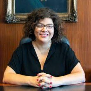 Carla Vizzotti firmó la resolución que reglamenta el sistema de vacunación del personal estratégico
