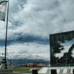 El CECIM repudió la presencia de Marcelo Llambía en un acto llevado a cabo por la municipalidad