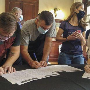 Firmaron convenios para facilitar la actividad de centros culturales