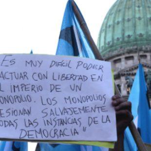 ¿Por qué mantener políticas de comunicación impuestas por decreto de Macri?
