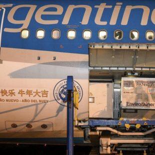 Parte otro vuelo rumbo a China en busca de 1 millón de dosis Sinopharm