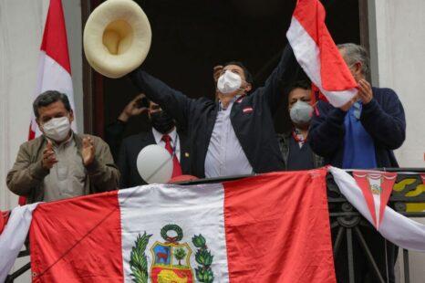 Elecciones en Perú: «Si gana Castillo, los poderes facticos estarán al acecho»