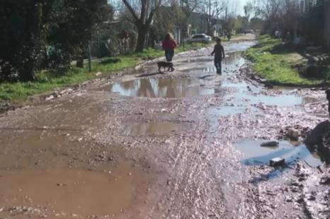 En Melchor Romero, vecinos organizaron una rifa para arreglar las calles